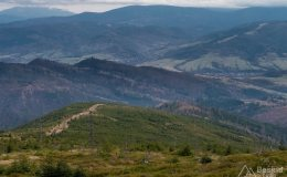 Widok spod Baraniej Góry na wschód (dolina Żabnicy)
