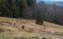 Zjazd zielonym szlakiem z Rycerzowej na Przełęcz Kotarz